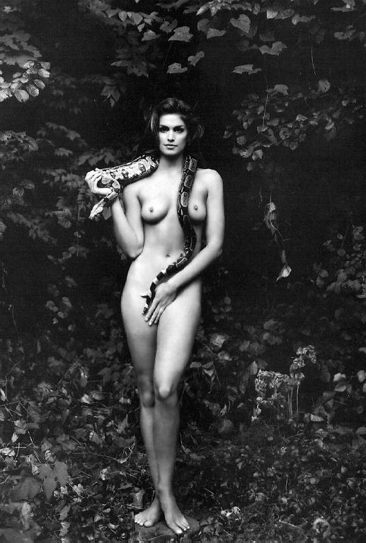 девушка со змеёй: Синди Кроуфорд. фото