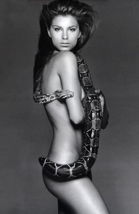 девушки со змеями: Элизабетта Каналис. фото