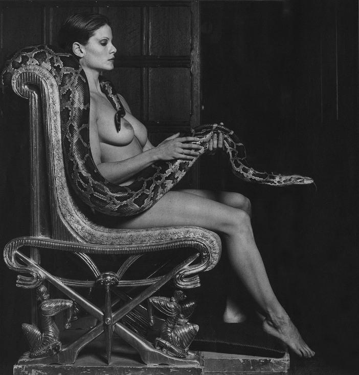 картинки девушек со змеями: бодибилдерша Лиза Лаойн