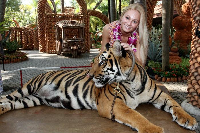 Тереза Файксова (Чехия) - Мисс Земля 2012 и тигр. фото
