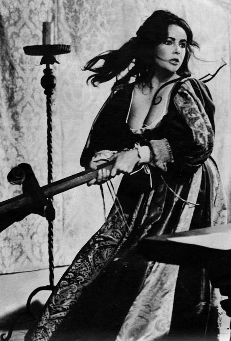 Элизабет Тэйлор в роли Катарины (Укрощение строптивой, 1967)