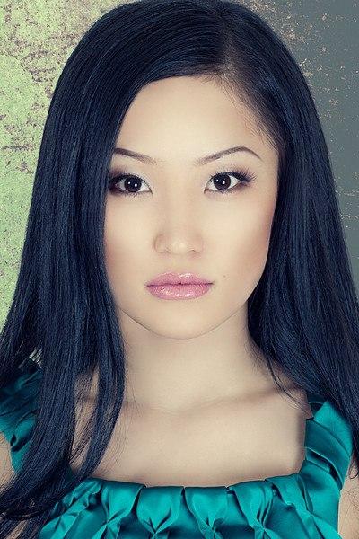 красивая казахская девушка Молдир Ауелбекова. фото