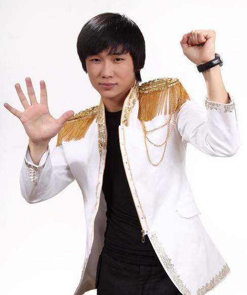 Кайрат Нуртас - казахский певец. фото