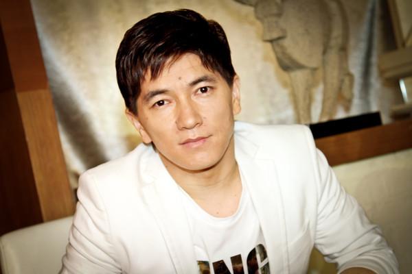 Сакен Майгазиев - казахский певец. фото