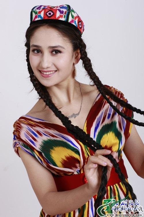 Уйгурская певица Paziliya Gulam (группа Gul Yaru). Фото