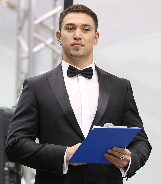 Искандер Урманцев телеведущий. фото