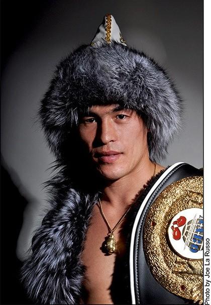 красивый башкир Хабир Сулейманов - боксер. фото