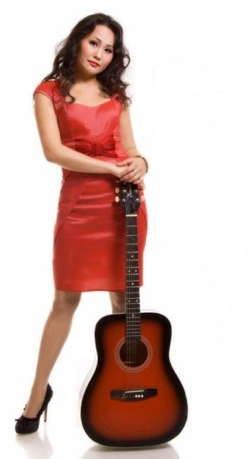 калмыцкая певица Ноган Манджиева фото