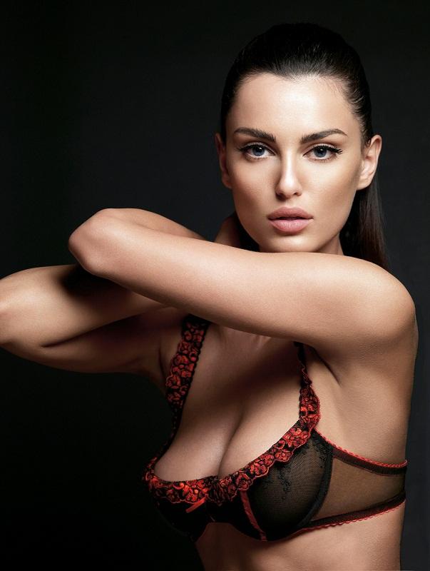 Самая красивая румынка - модель Катринель Менгия фото