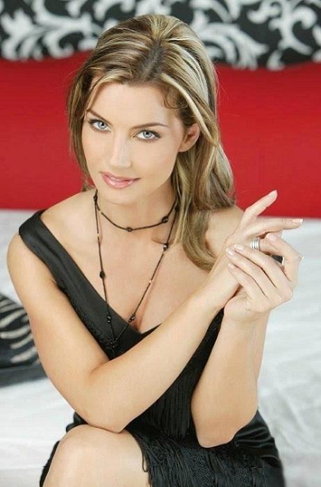 красивая румынская женщина Моника Даскалу фото