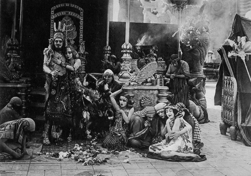Валтасар и царица Вавилона узнают, что город захватил персидский царь Кир