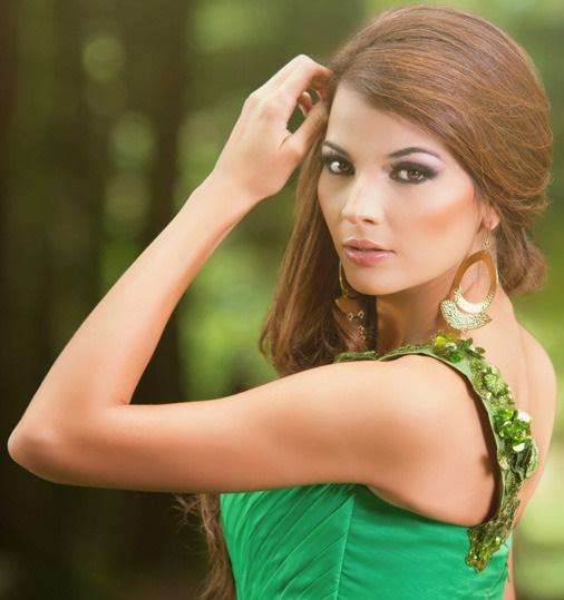 Мисс Вселенная 2013 участница Alba Delgado - Сальвадор фото