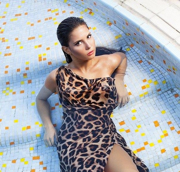 Телки новое фото толстая азербайджанка девушка раздевалке секс