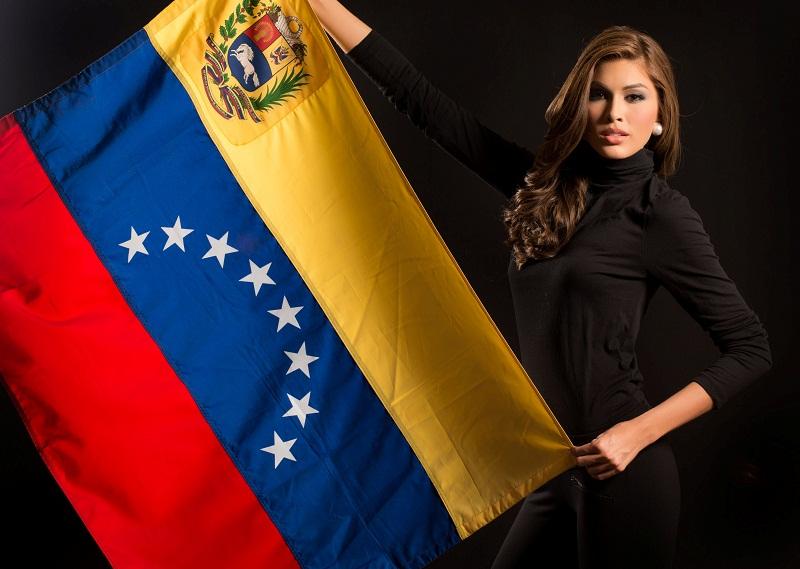 Габриэла Ислер с флагом Венесуэлы фото