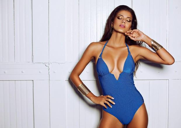 бразильянка Жаклин Оливейра в купальнике фото