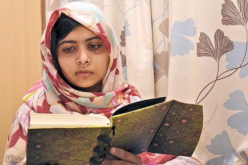 Малала Юсуфзай в больнице Бирмингема. фото