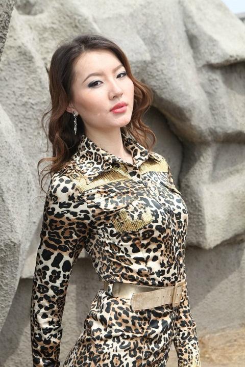 красивая девушка-монголка Сүхбаатарын Пагмадулам фото
