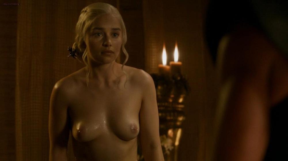 обнаженная Эмилия Кларк (Дейенерис Таргариен) Игра престолов интимное фото.