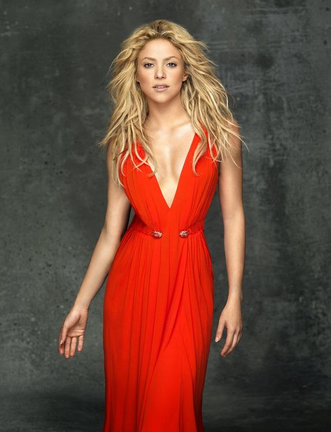 Шакира в красном платье фото