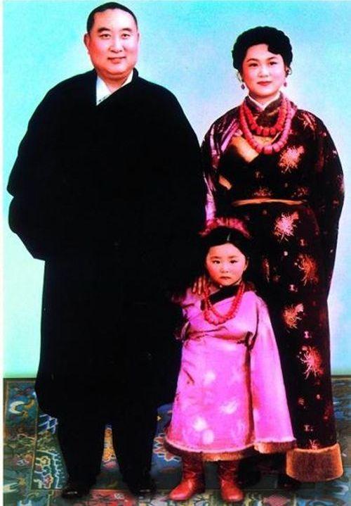 Панчен-лама 10 с женой и дочерью фото