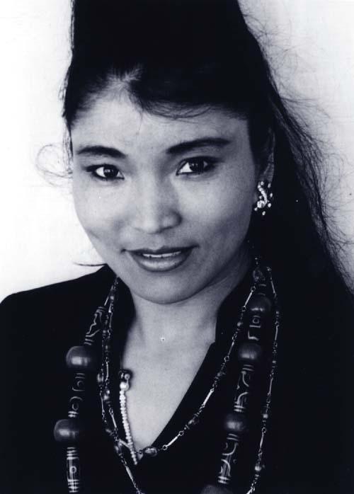 Юнчен Лхамо / Yungchen Lhamo тибетская певица фото