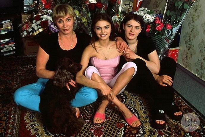 Алина кабаева с мамой и младшей