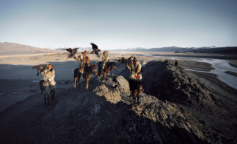 Казахи в Монголии охота с беркутами Казахи в Монголии: охота с беркутами  D0 BA D0 B0 D0 B7 D0 B0 D1 85 D0 B8 20 D0 B2 20 D0 9C D0 BE D0 BD D0 B3 D0 BE D0 BB D0 B8 D0 B8 20Jimmy 20Nelson 20 D1 84 D0 BE D1 82 D0 BE 20 10