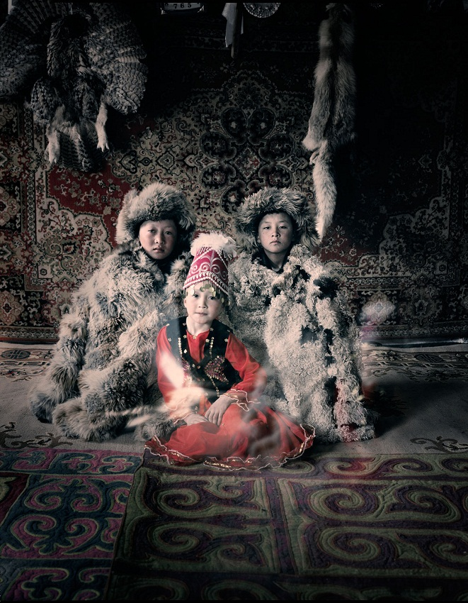 Казахи в Монголии охота с беркутами Казахи в Монголии: охота с беркутами  D0 BA D0 B0 D0 B7 D0 B0 D1 85 D0 B8 20 D0 B2 20 D0 9C D0 BE D0 BD D0 B3 D0 BE D0 BB D0 B8 D0 B8 20Jimmy 20Nelson 20 D1 84 D0 BE D1 82 D0 BE 20 2