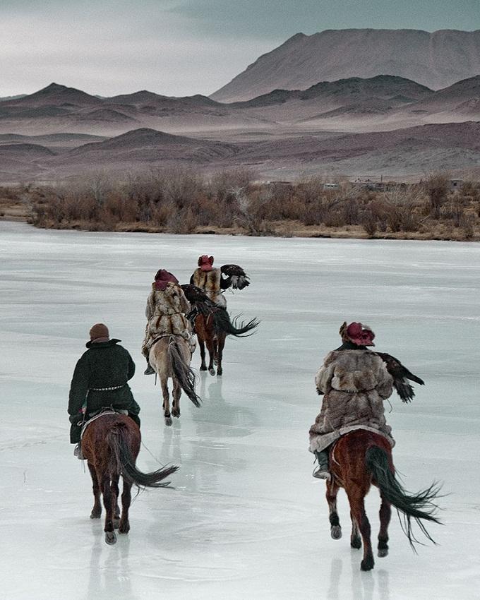 Казахи в Монголии охота с беркутами Казахи в Монголии: охота с беркутами  D0 BA D0 B0 D0 B7 D0 B0 D1 85 D0 B8 20 D0 B2 20 D0 9C D0 BE D0 BD D0 B3 D0 BE D0 BB D0 B8 D0 B8 20Jimmy 20Nelson 20 D1 84 D0 BE D1 82 D0 BE 20 3