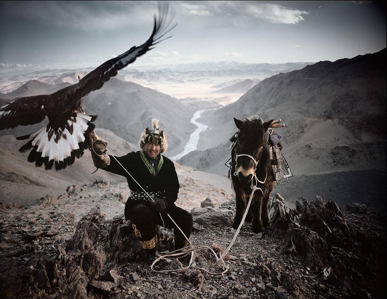 Казахи в Монголии охота с беркутами Казахи в Монголии: охота с беркутами  D0 BA D0 B0 D0 B7 D0 B0 D1 85 D0 B8 20 D0 B2 20 D0 9C D0 BE D0 BD D0 B3 D0 BE D0 BB D0 B8 D0 B8 20Jimmy 20Nelson 20 D1 84 D0 BE D1 82 D0 BE 20 4