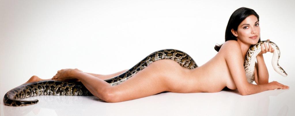 девушки со змеями: Лаура Хэрринг. фото