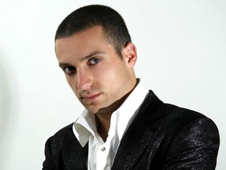 Скачать песню narek baveyan es sirum sm qez.