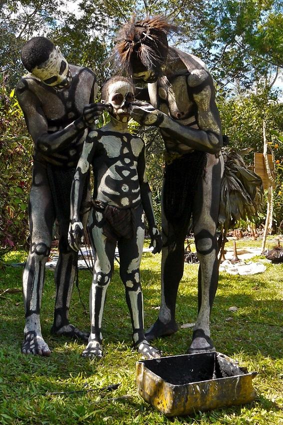 Папуасы Новой Гвинеи из племени скелетов. фото Папуасы Папуасы из племени скелетов (18 фото)  D0 9F D0 B0 D0 BF D1 83 D0 B0 D1 81 D1 8B 20 D0 BF D0 BB D0 B5 D0 BC D1 8F 20 D1 81 D0 BA D0 B5 D0 BB D0 B5 D1 82 D0 BE D0 B2 20 D1 84 D0 BE D1 82 D0 BE 20 8