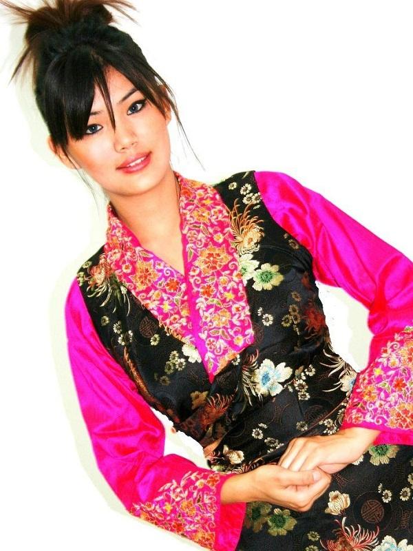 красивая тибетская девушка Tenzin Yangzom, Мисс Тибет 2014. фото