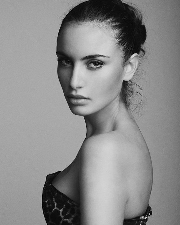 Красивая греческая девушка фото