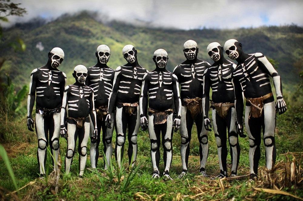 Папуасы Папуасы из племени скелетов (18 фото)  20 20 20 2011