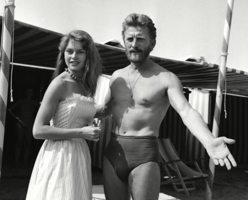 Кирк Дуглас и Брижит Бардо на кинофестивале в Каннах, 1953