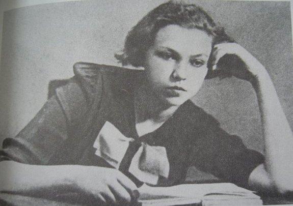 Елена Колесова в педагогическом училище. Фото