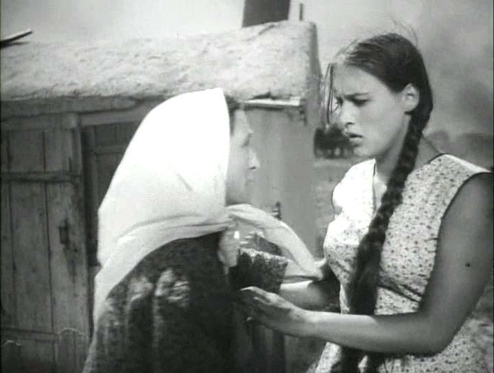кадр из фильма Молодая гвардия (1948). Нонна Мордюкова в роли Ульяны Громовой