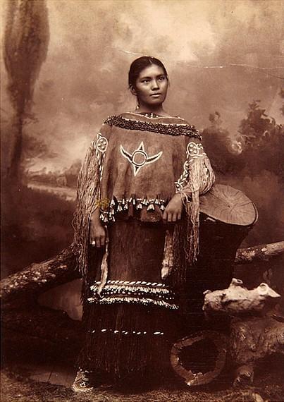 Североамериканская индианка (индеанка) из народа апачей. Фото