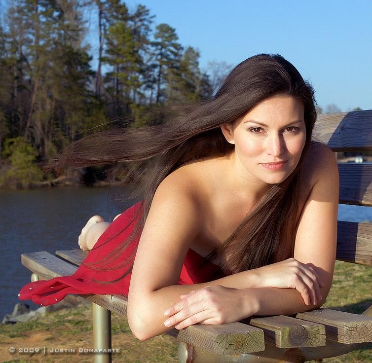 Современная девушка из народа чероки. Фото