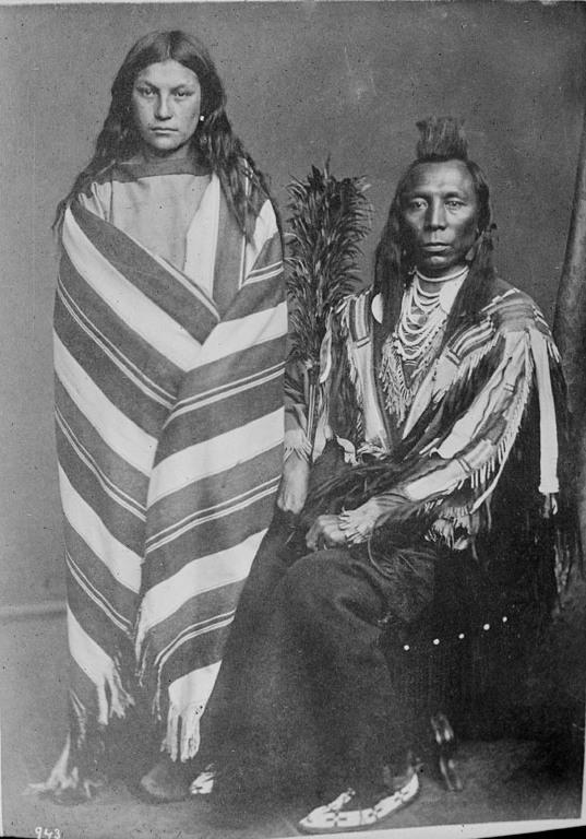 Шаманка и воин из народа кроу (абсарока). Фото