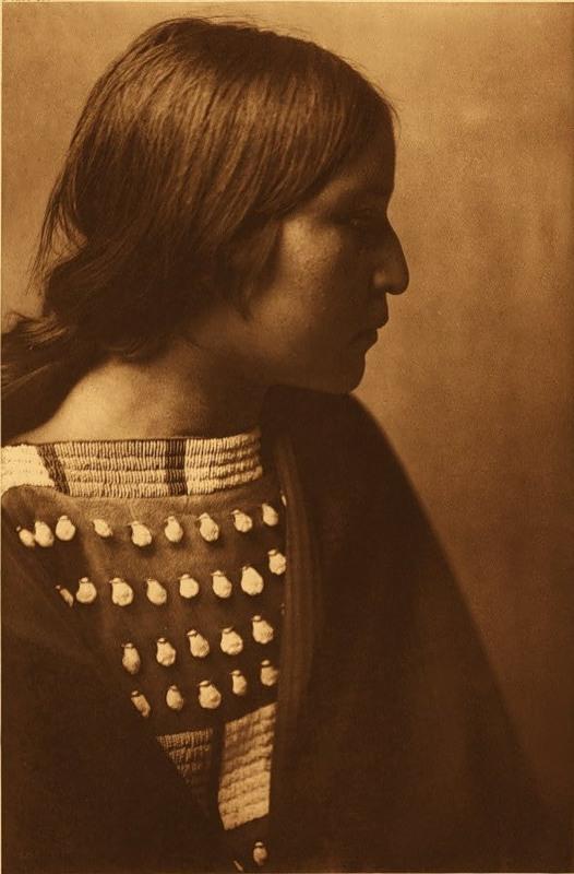Североамериканская индианка (индеанка) из народности арикара. Фото
