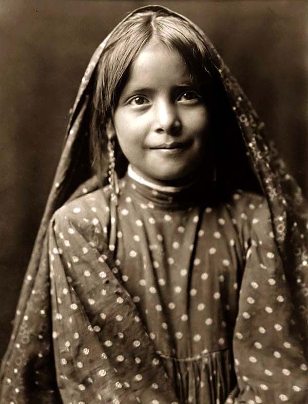 Североамериканская индианка (индеанка) из народности тева. Фото
