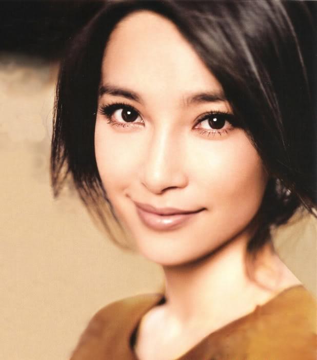 Прекрасная китаянка принимает душ 22 фотография