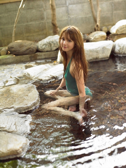 Нозоми Сасаки в купальнике. Фото