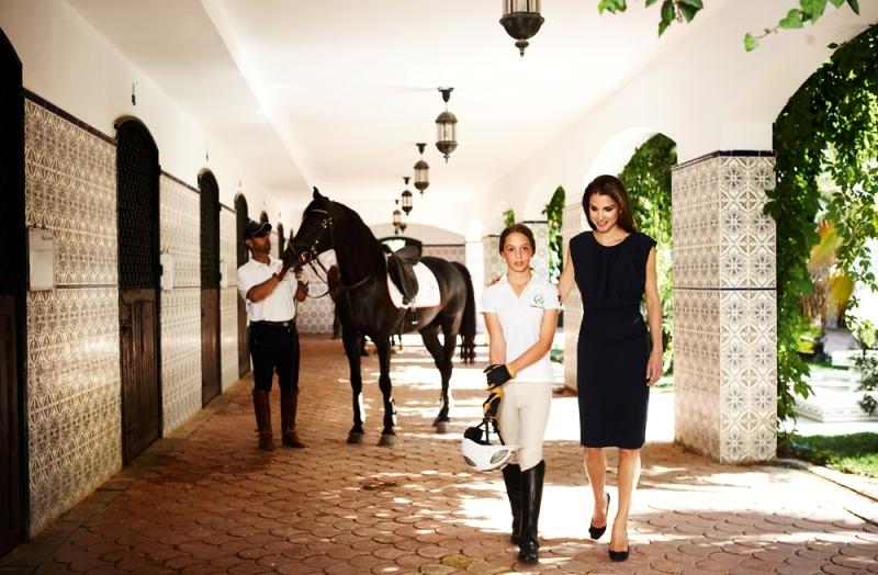королева Иордании Рания с дочерью. Фото