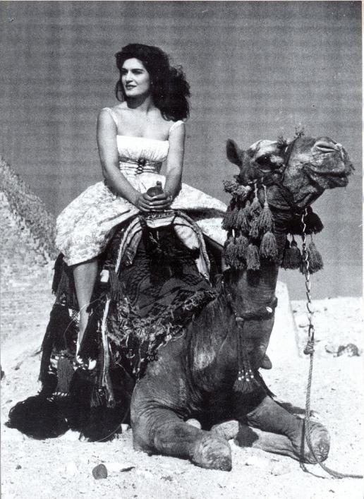 Далида верхом на верблюде. Фото
