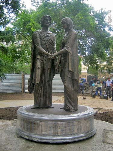 Памятник Петру и Февронии в Омске