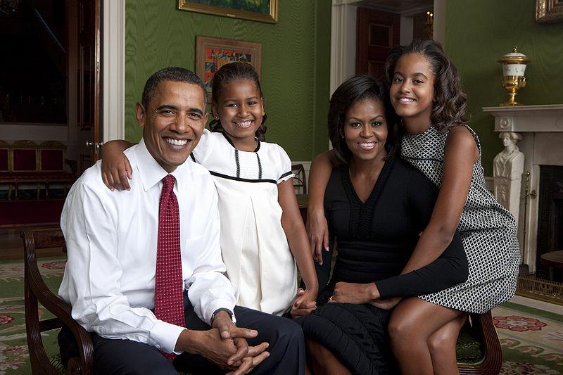 Барак Обама, Мишель Обама и их дочери Малия и Саша . Фото